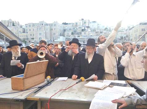 Rabbi Yisrael Ariel, head and founder of the Temple Institute, and Rabbi Shmuel Eliyahu, Chief Rabbi of Tzfat (Safed). Rabbi Eliyahu and Kohanim (Temple Priests) are sounding silver trumpets. / Photo Credit: The Temple Institute.